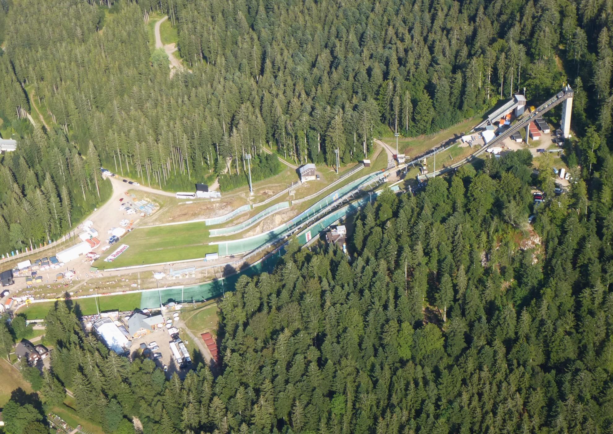 Luftbild Adler-Skistadion Sommer